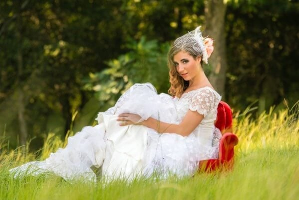 styled-summer-photos-oak-hollow-farm_0052-599x400 Bridal