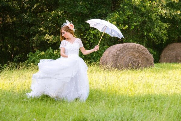 styled-summer-photos-oak-hollow-farm_0060-599x400 Bridal