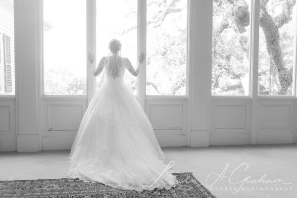 bridal-photos-outdoors-oaks-bragg-mitchell-mansion-makaela_0017-600x400 Makaela {Bridal Session} | Bragg-Mitchell Mansion | Mobile AL Bridal Photographer Wedding