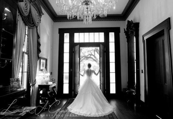 bridal-photos-outdoors-oaks-bragg-mitchell-mansion-makaela_0051-581x400 Makaela {Bridal Session} | Bragg-Mitchell Mansion | Mobile AL Bridal Photographer Wedding