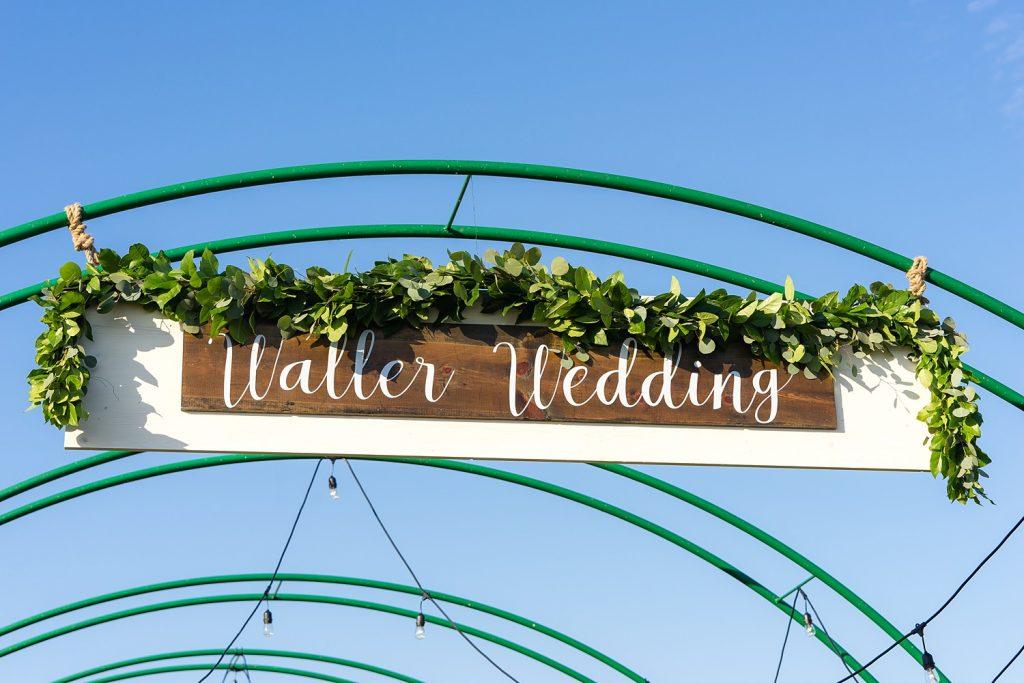 glam-outdoors-rustic-weeks-bay-plantation-fairhope-alabama-peyton-addison-wedding_0068-1024x683 Peyton and Addison {Married} | Weeks Bay Plantation | Fairhope, AL Wedding